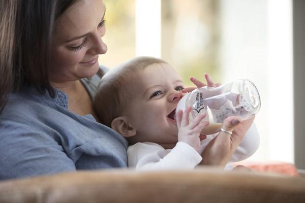 Sada kojeneckých lahviček C2N skleněných s kartáčem