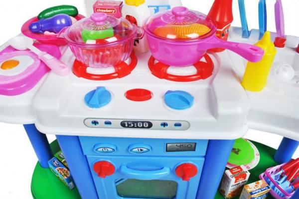 Dětská kuchyňka s funkčním vodovodem