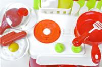 Malá plastová kuchyňka pro děti